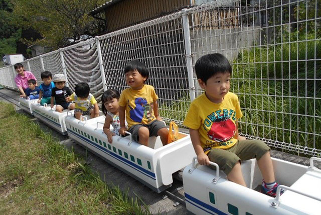新幹線にのって遊んでいます